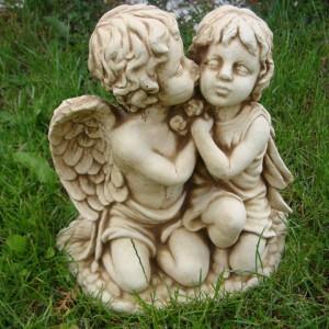 444-anioly-calujace