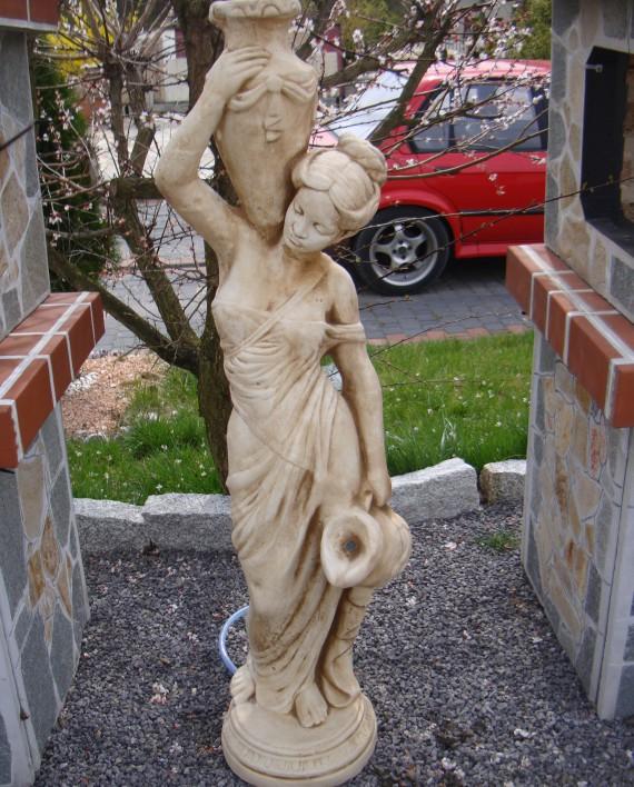 472 – fontanna kobieta wysoka