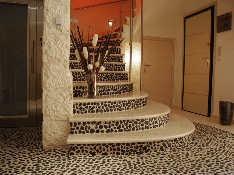 mozaika pebbles black 30x30